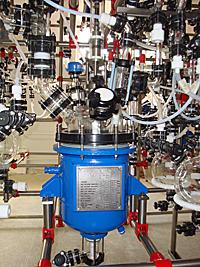 Эмалированный реактор со стеклянной обвязкой